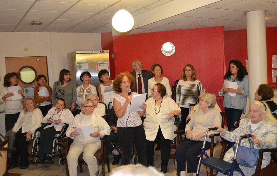 Le groupe de bénévoles Yiddish chante pour le plus grand bonheur des résidents